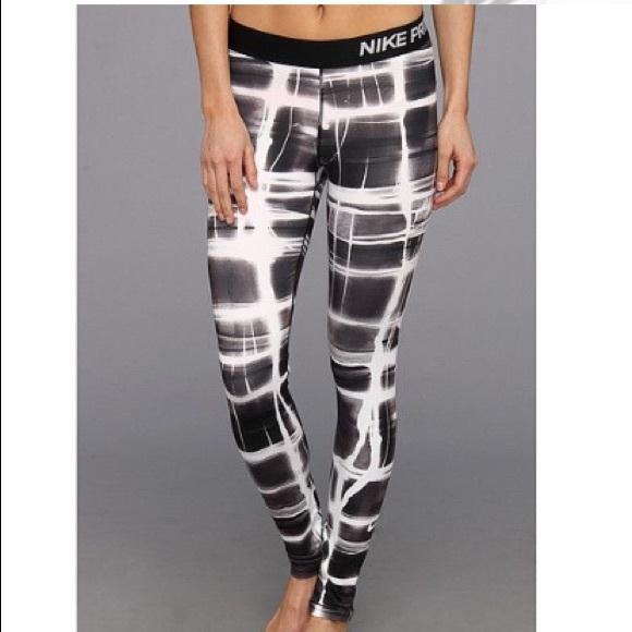 393a690563834 Nike Pro Patterned Leggings. M_5c4a0aba2aa96a0087f8027a
